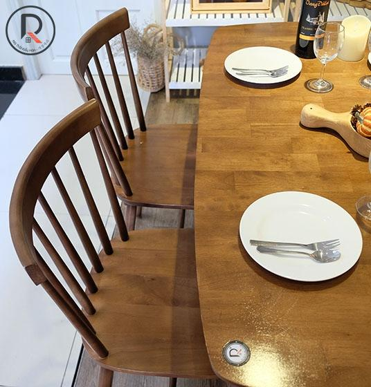SET A DINNING TABLE
