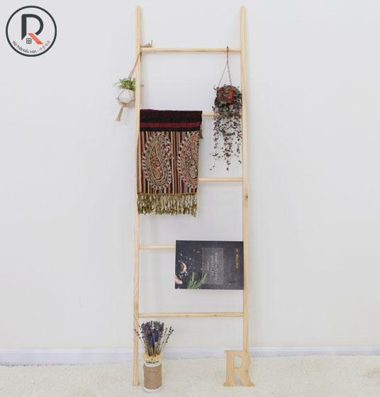 A TOWEL LADDER GỖ